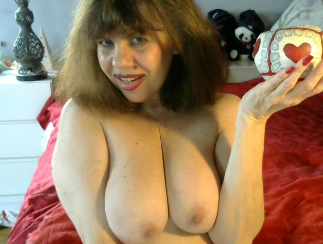big boobs domme flashes boobs